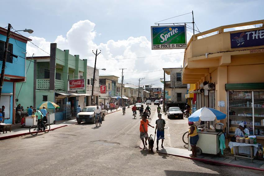 Belize, Dangriga: On the road; Photo: Thomas Alboth
