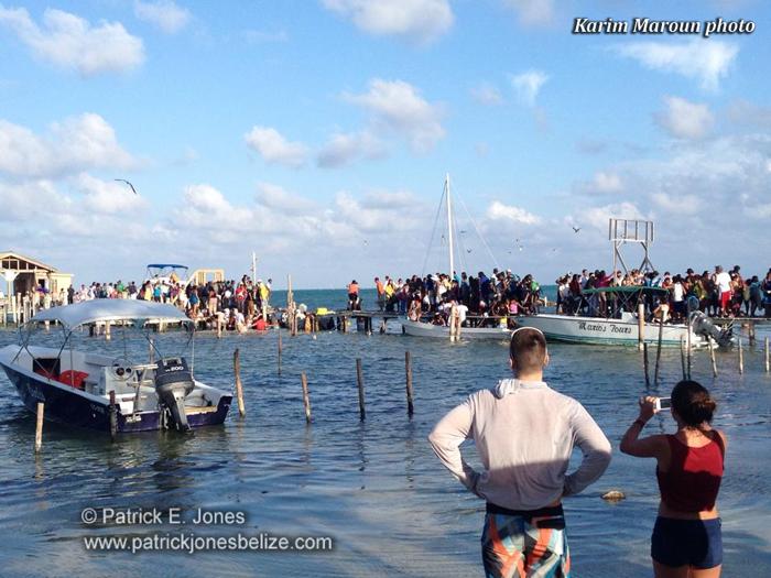 Dock breaks (Caye Caulker village)