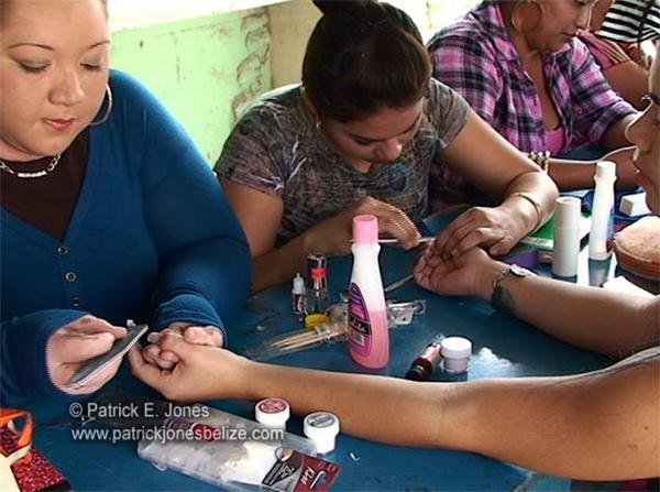 Women helping women (Orange Walk)
