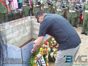 Francis Fonseca lays a wreath at Paul Nabor's tomb