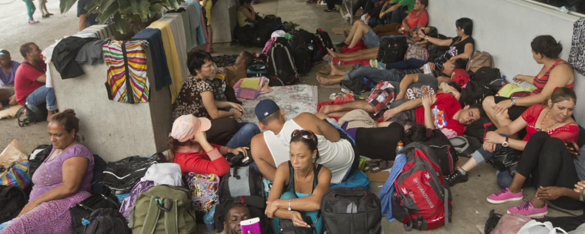 over-1000-cubans-heading-for-the-us-are-stuck-in-costa-rica-1447792819