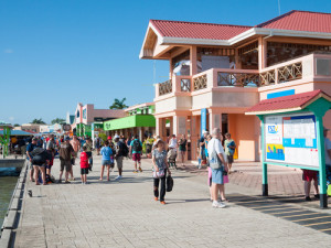 tourist_shopping_area_at_the_per_509-192