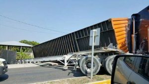 No injuries in container truck accident
